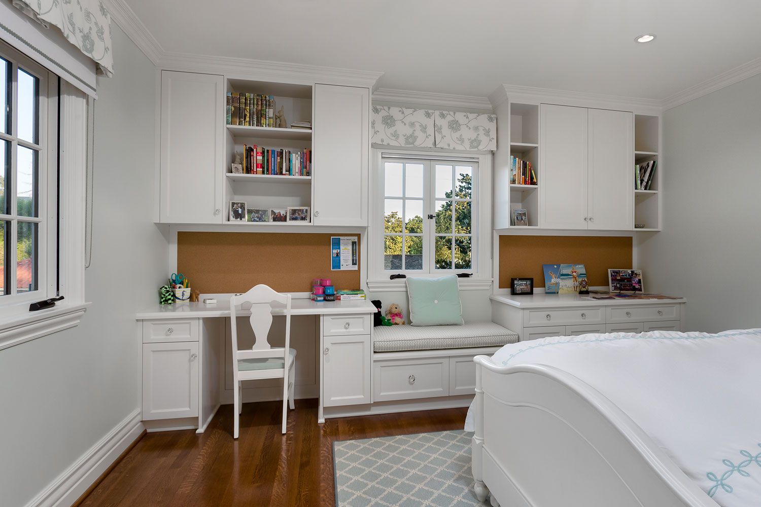 master-bedroom-desk-window-seat-chelsea.jpg
