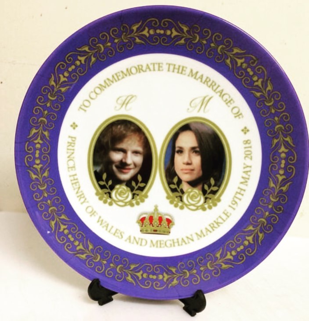 The plate with Meghan Markle for the Royal Engagement