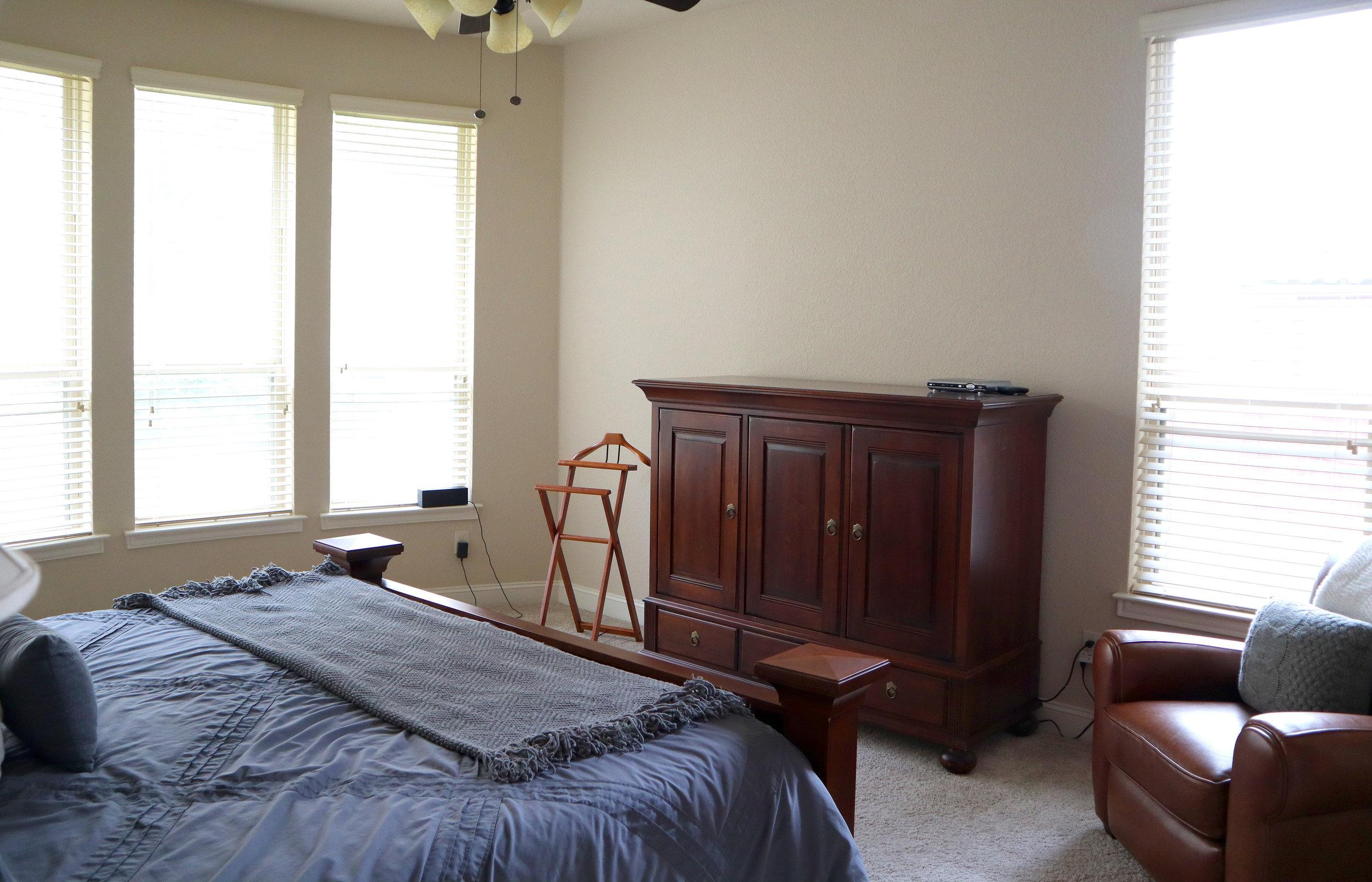 sitting nook in bedroom