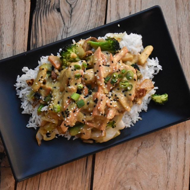 With evenings cooling down let us warm you right back up with our chicken curry! Don't like chicken? It is served vegan as well. Come see us in the Village at Meridian! #riceworks #eatlocal #chicken #vegan #curry #rice #asianstreetfood #foodtruck #villageatmeridian #thisisboise #supportlocal #eat