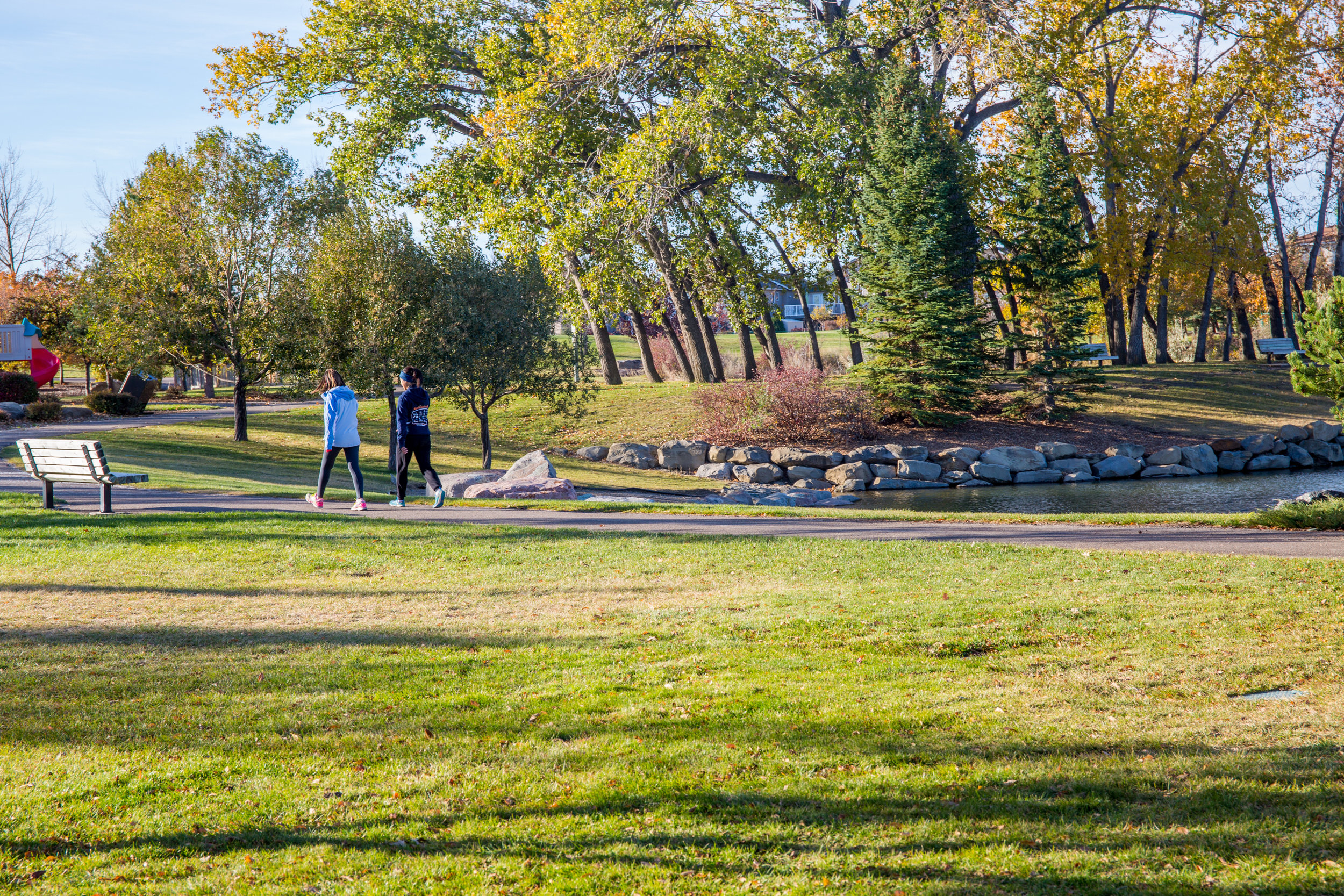 riverstone pond emjoyimg a walk (1 of 1).jpg