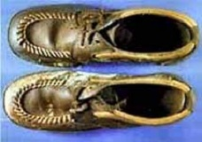Shoes found on East Troy John Doe