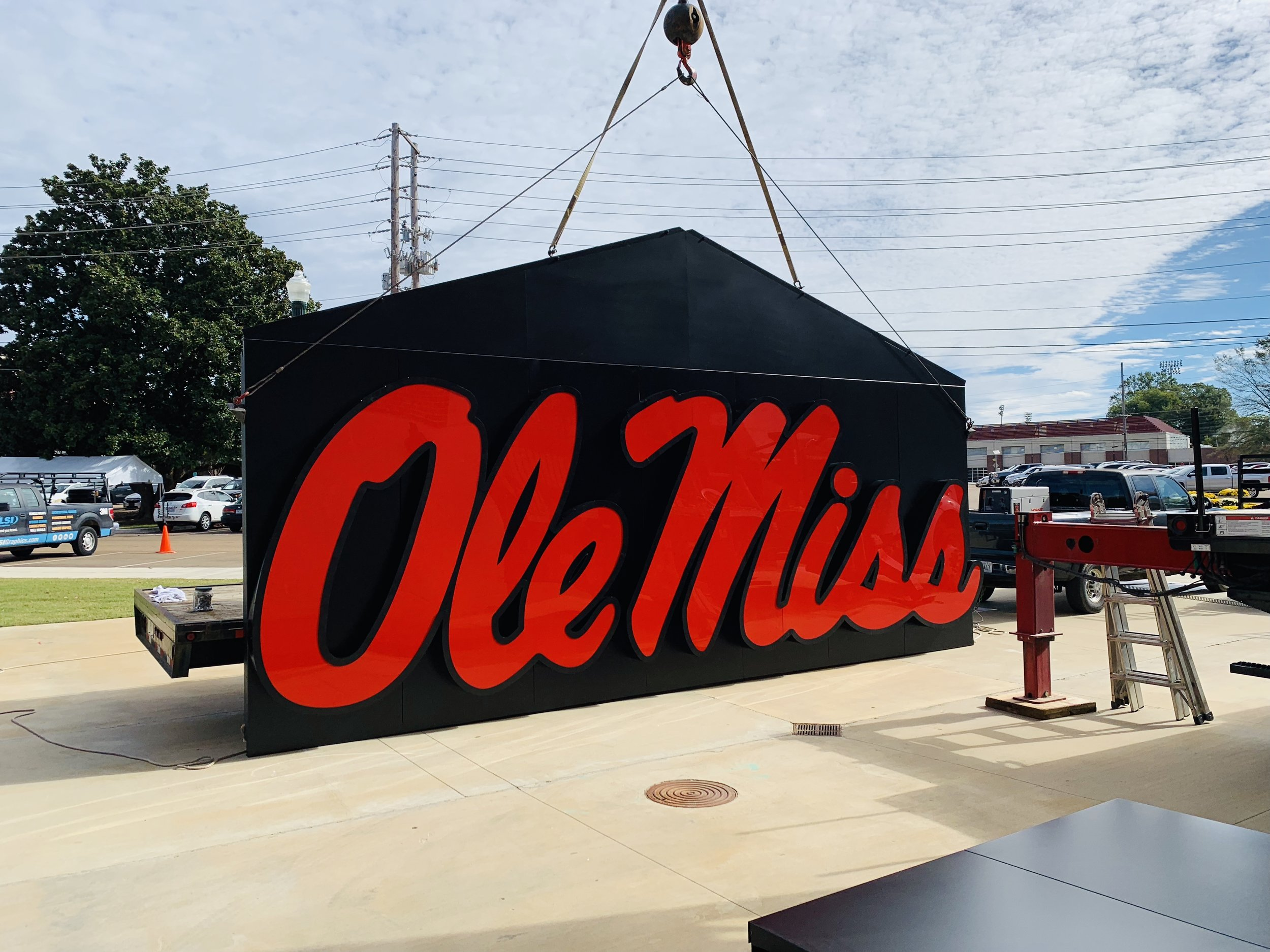 Ole-Miss_Stadium-Signage-Dimensional-Logos-Letters_Oxford-MS_9 ..