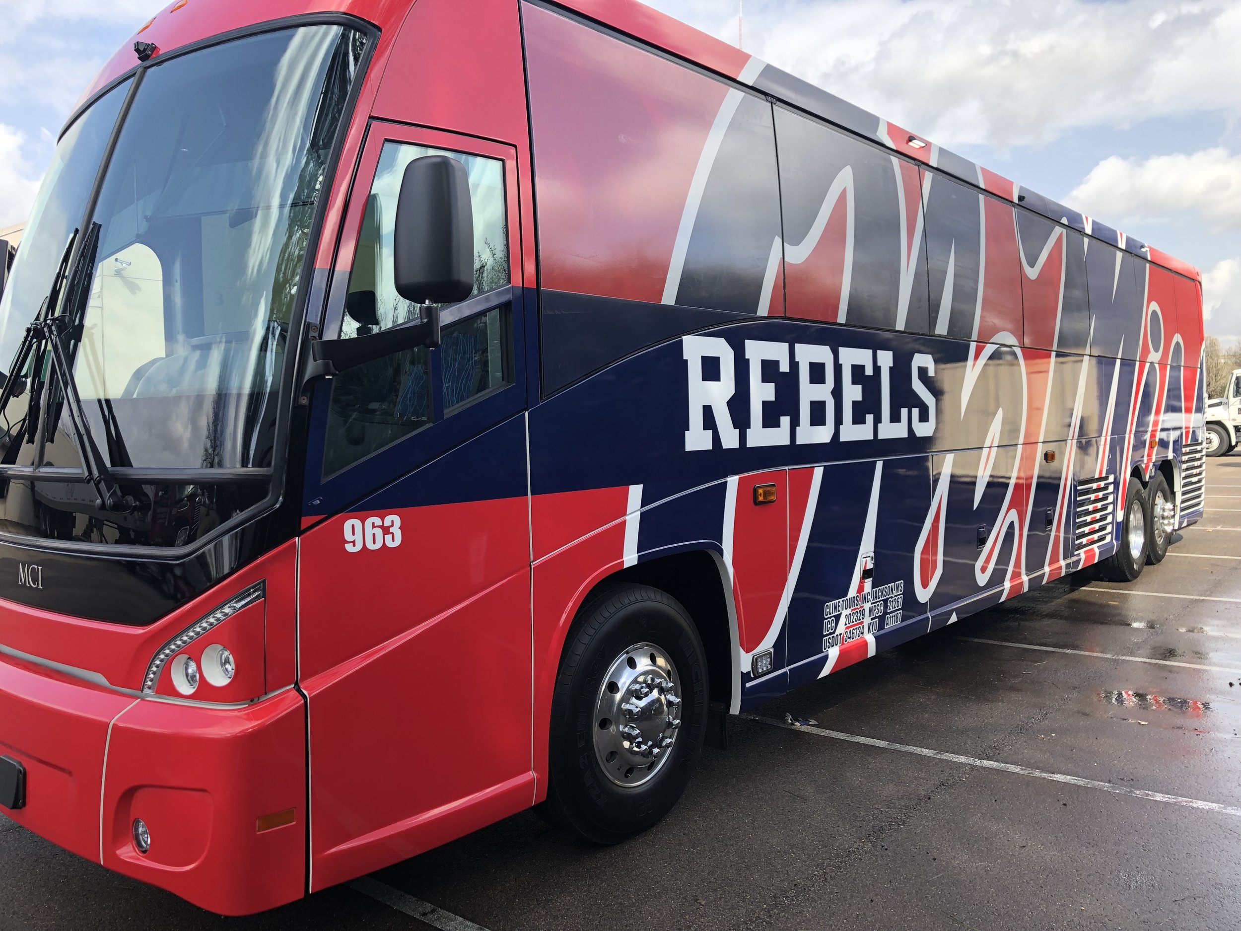 Ole-Miss-Bus-Wrap_Vehicle-Wrap_Full-Wrap_Driver-Side_Finished-Product ..