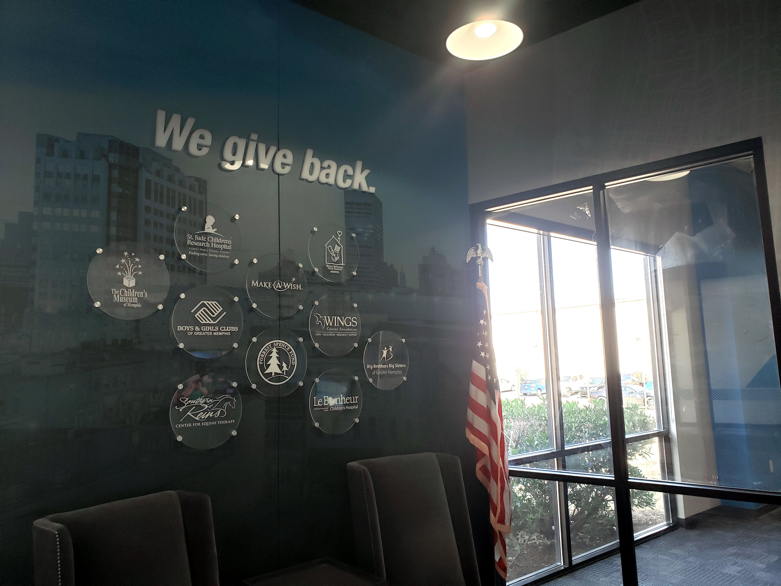LSIGraphics-National-Headquarters_Wall-Wrap_Dimensional-Logo_Lobby_Memphis-TN ..