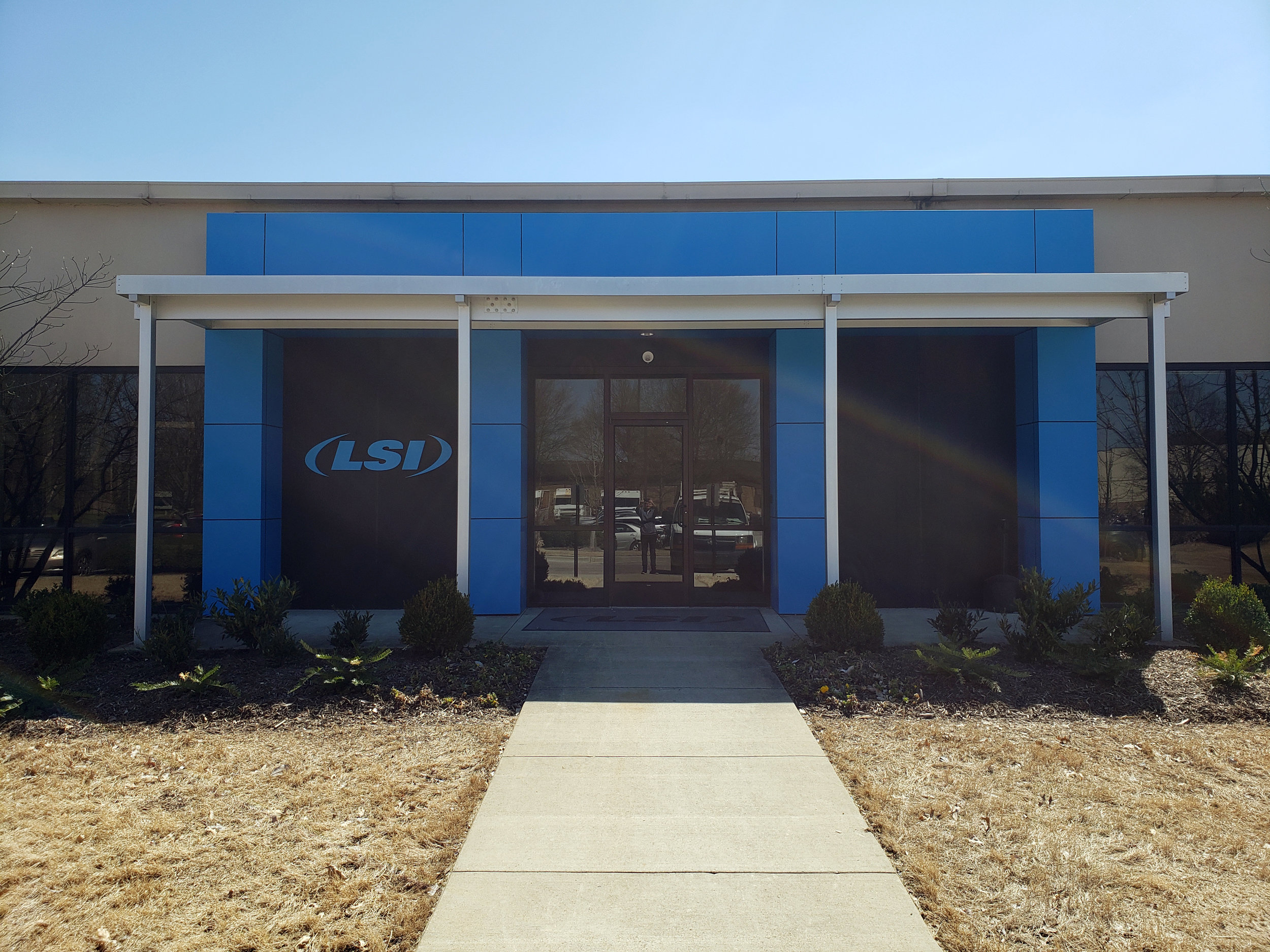 LSIGraphics-National-Headquarters_Wall-Wrap_Dimensional-Logo_Memphis-TN ..