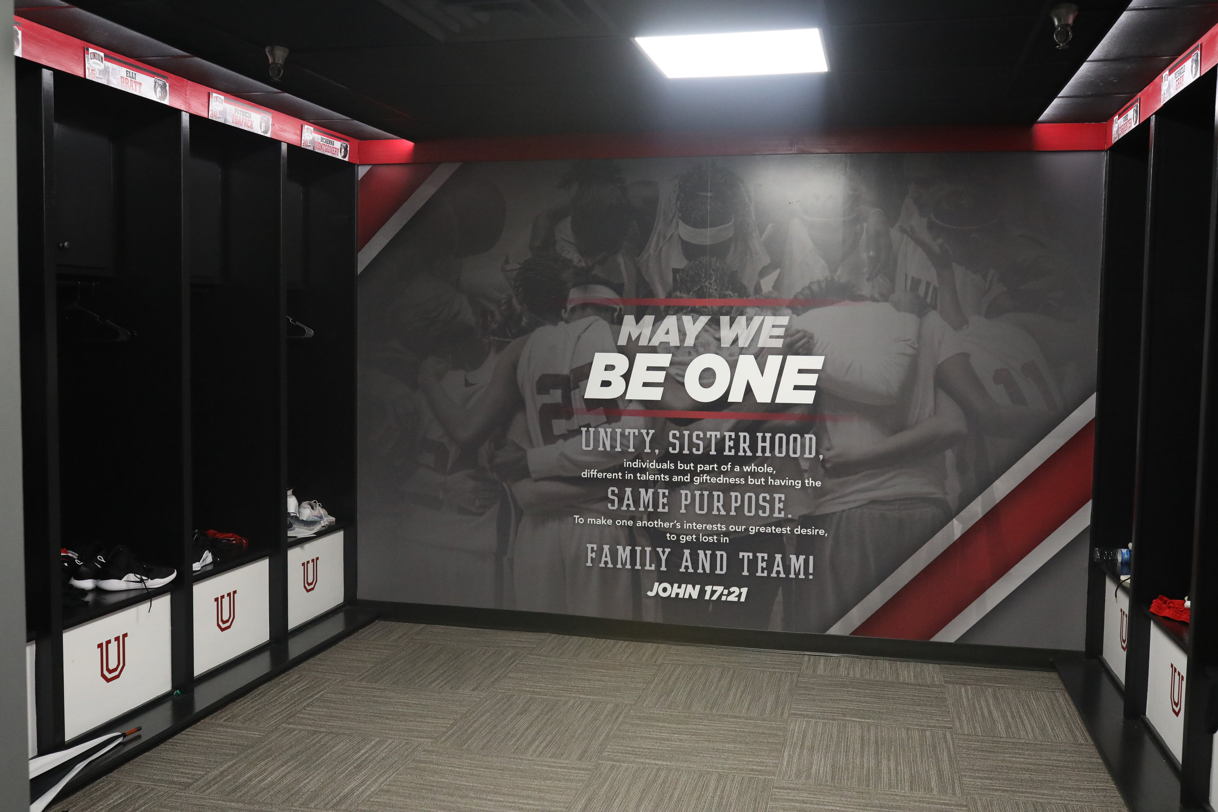 After-Union-University_Womens-Basketball-Locker-Room_Interior-Branding_LSIGraphics_Memphis-TN-13 ..