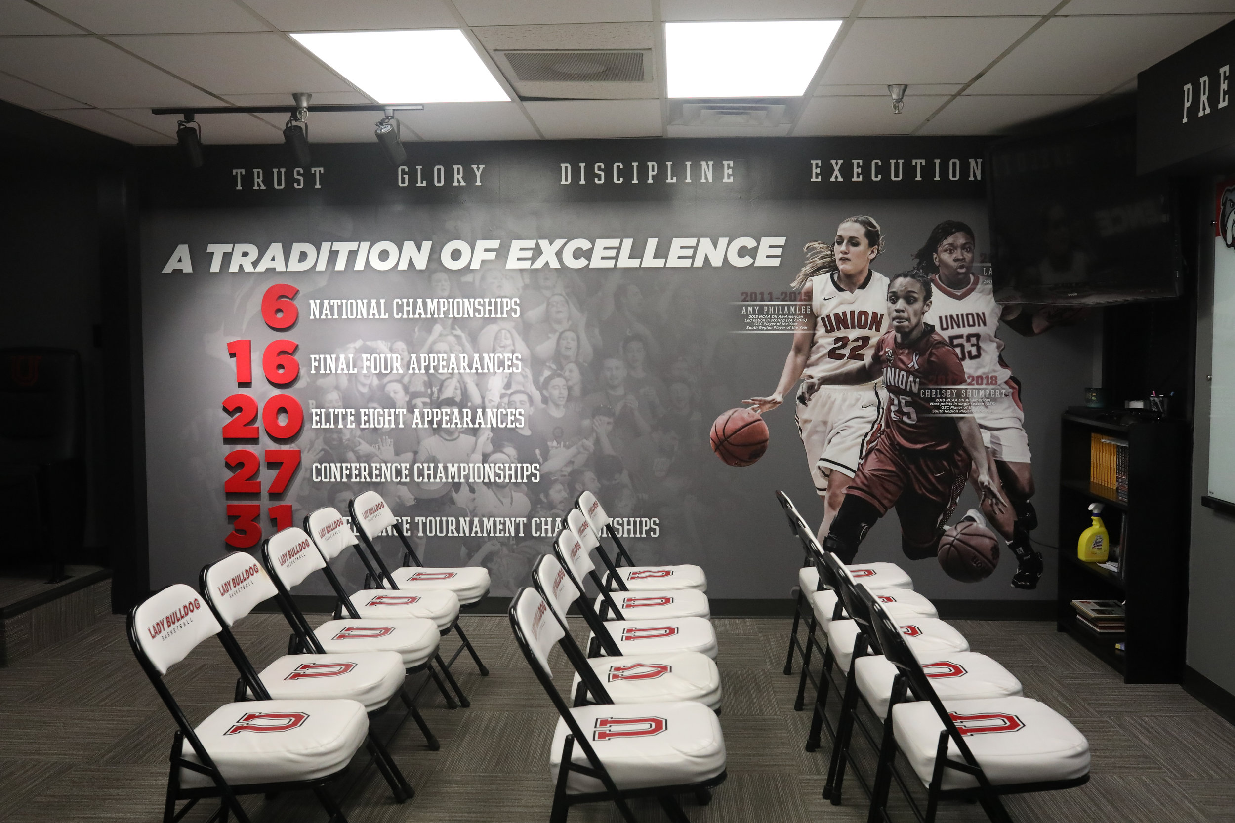 After-Union-University_Womens-Basketball-Locker-Room_Interior-Branding_LSIGraphics_Memphis-TN-6 ..