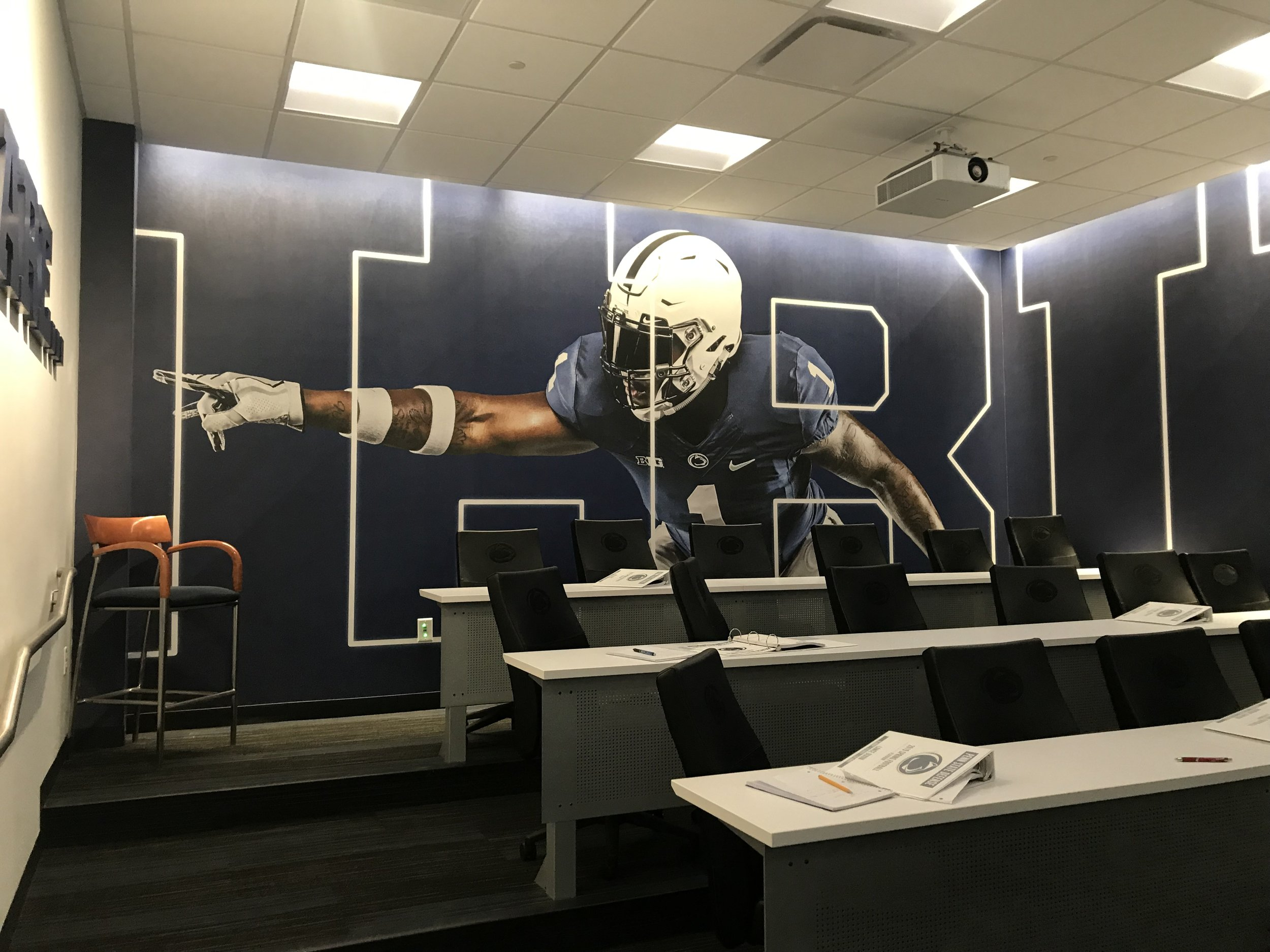 Penn-State-University_Football-Facility_Interior-Graphics_Branding_LSIGraphics-2 ..