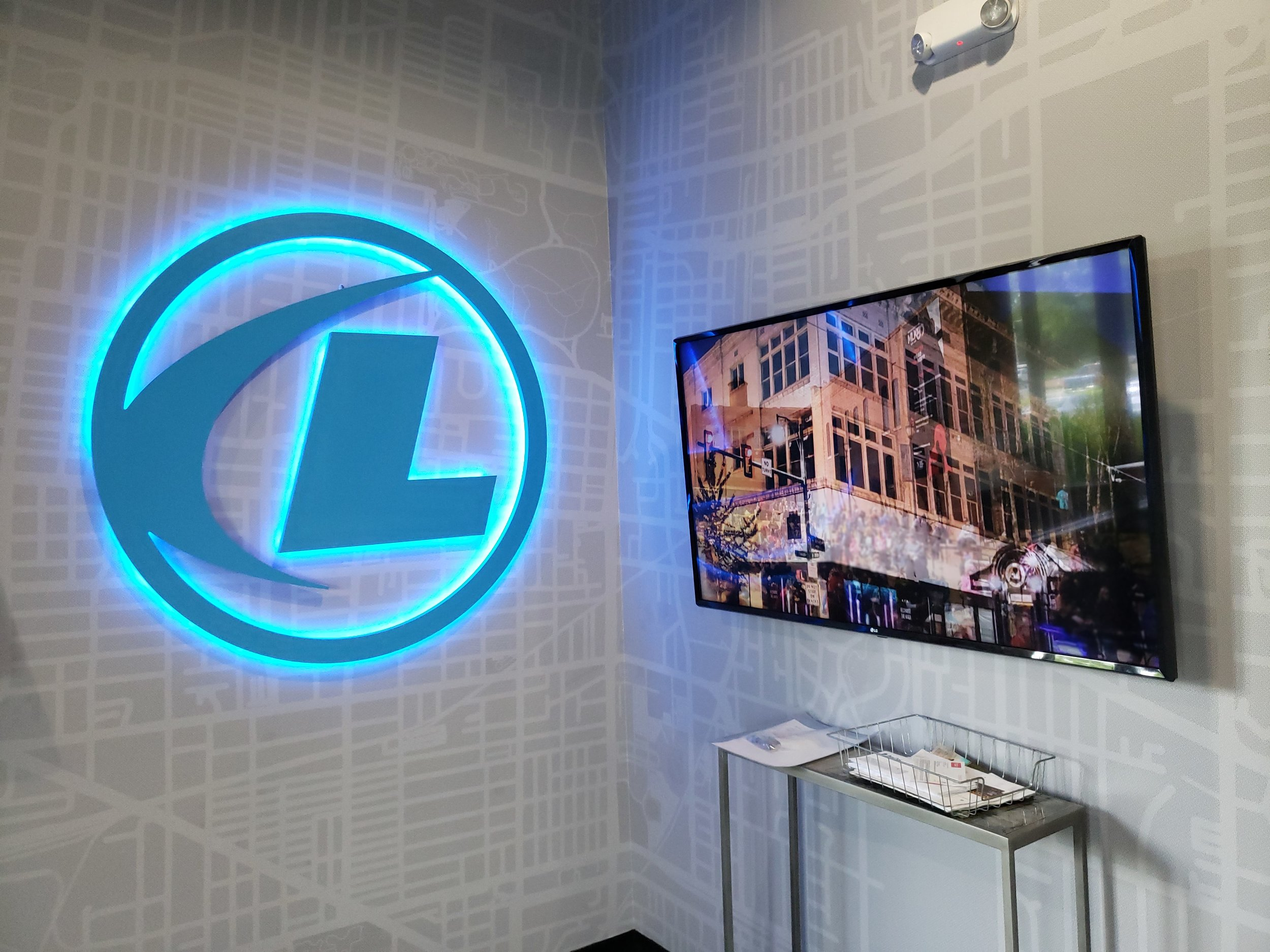 LSIGraphics-National-Headquarters_Wall-Wrap_Illuminated-Dimensional-Logo_Memphis-TN ..