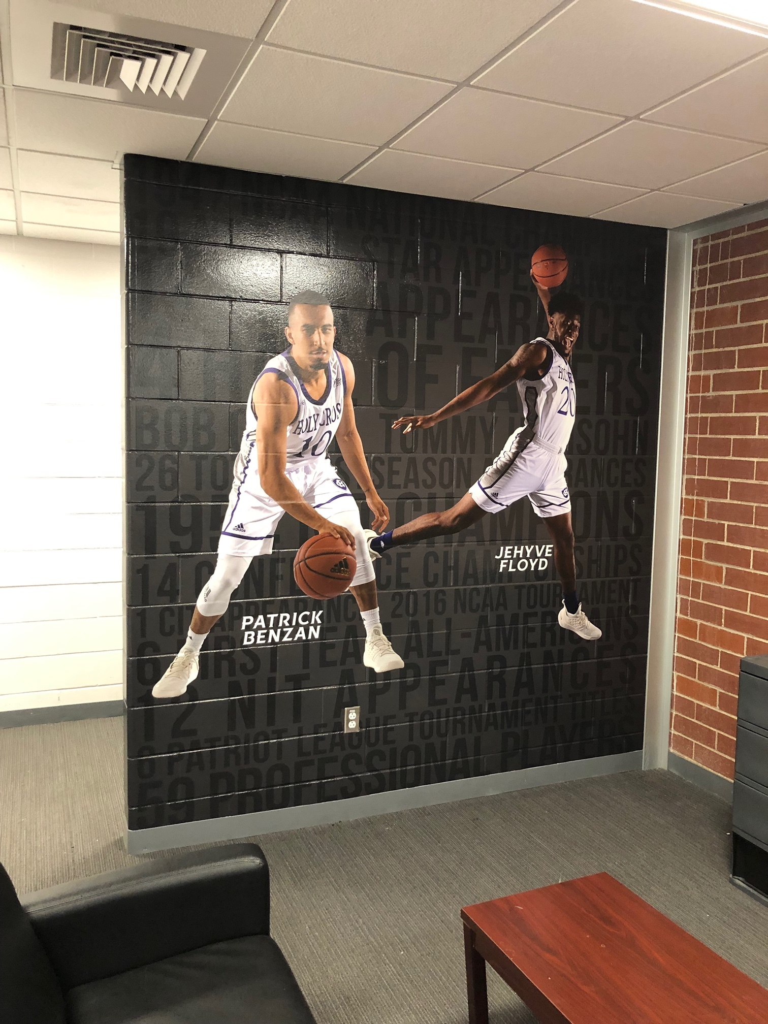 College-of-the-Holy-Cross_Mens Basketball-Locker-Room_LSIGraphics_Providence-RI-4 ..