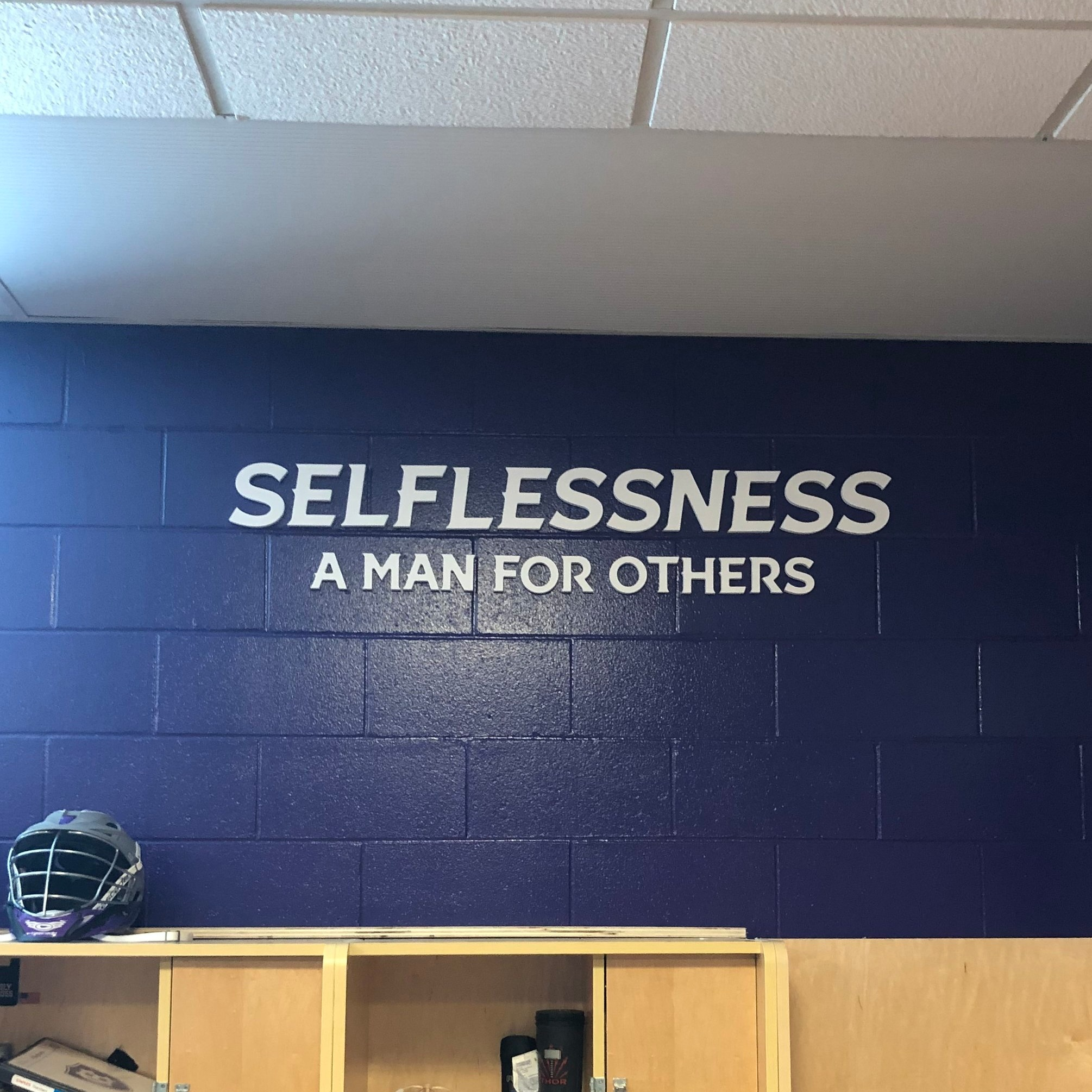 College-of-the-Holy-Cross_Mens-Lacrosse-Locker-Room_LSIGraphics_Providence-RI-4 ..