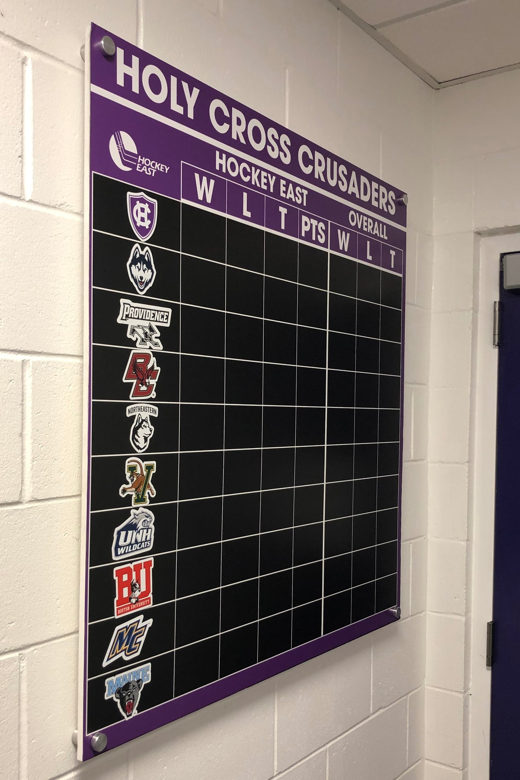 College-of-the-Holy-Cross_Womens-Hockey-Locker-Room_LSIGraphics_Providence-RI-1 ..
