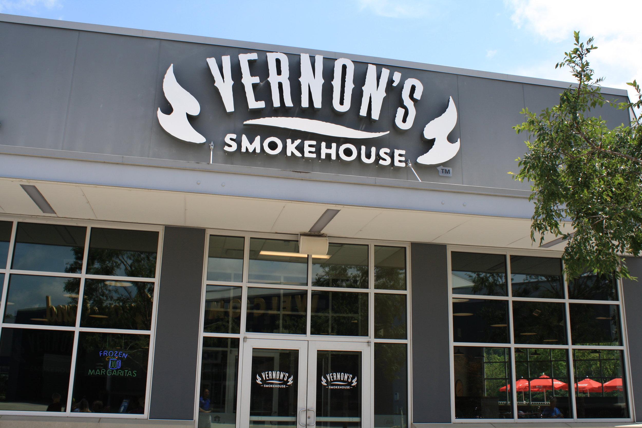Graceland_Vernon's-Smokehouse_LSIGraphics_Memphis-TN-1 ..