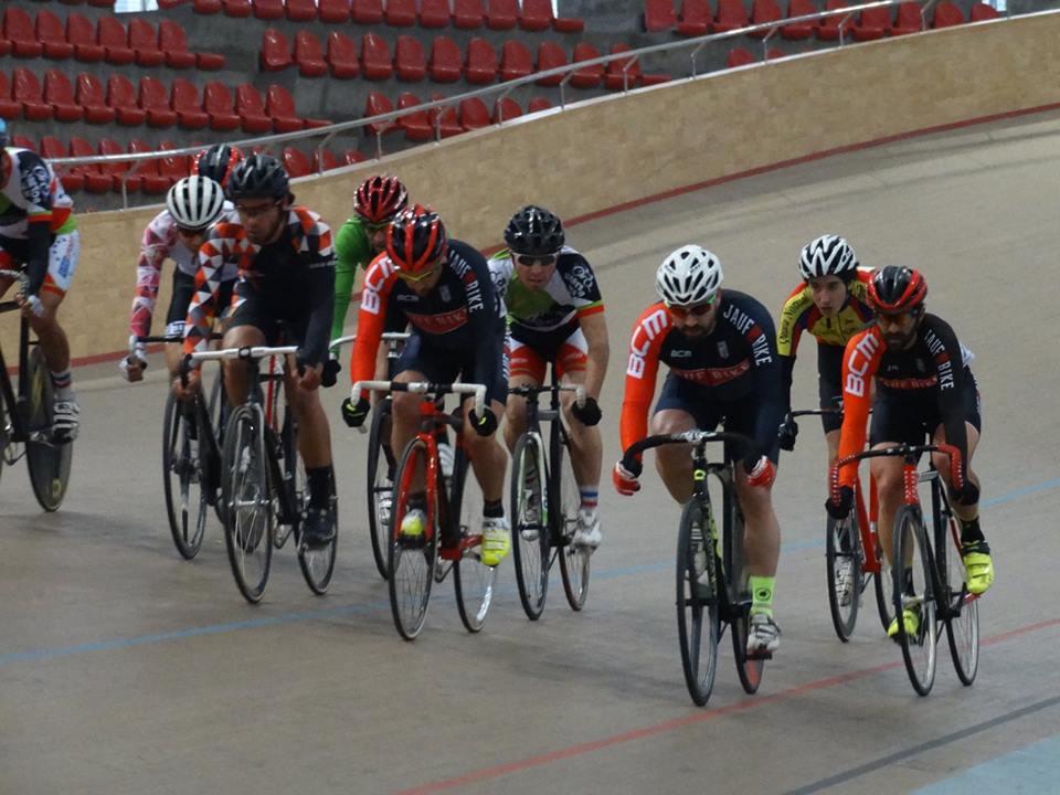 Participación del Team en el velódromo de Peñalolén. - Ciclismo de pista.