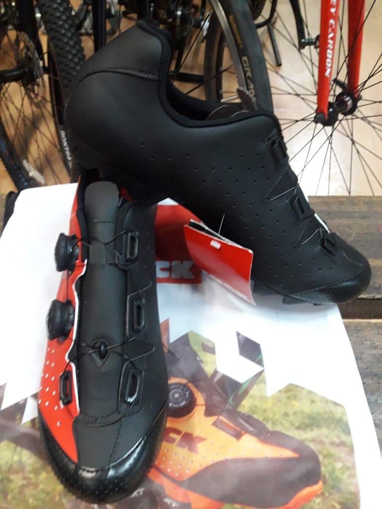 Zapatilla Phantom rojo $149.000.-