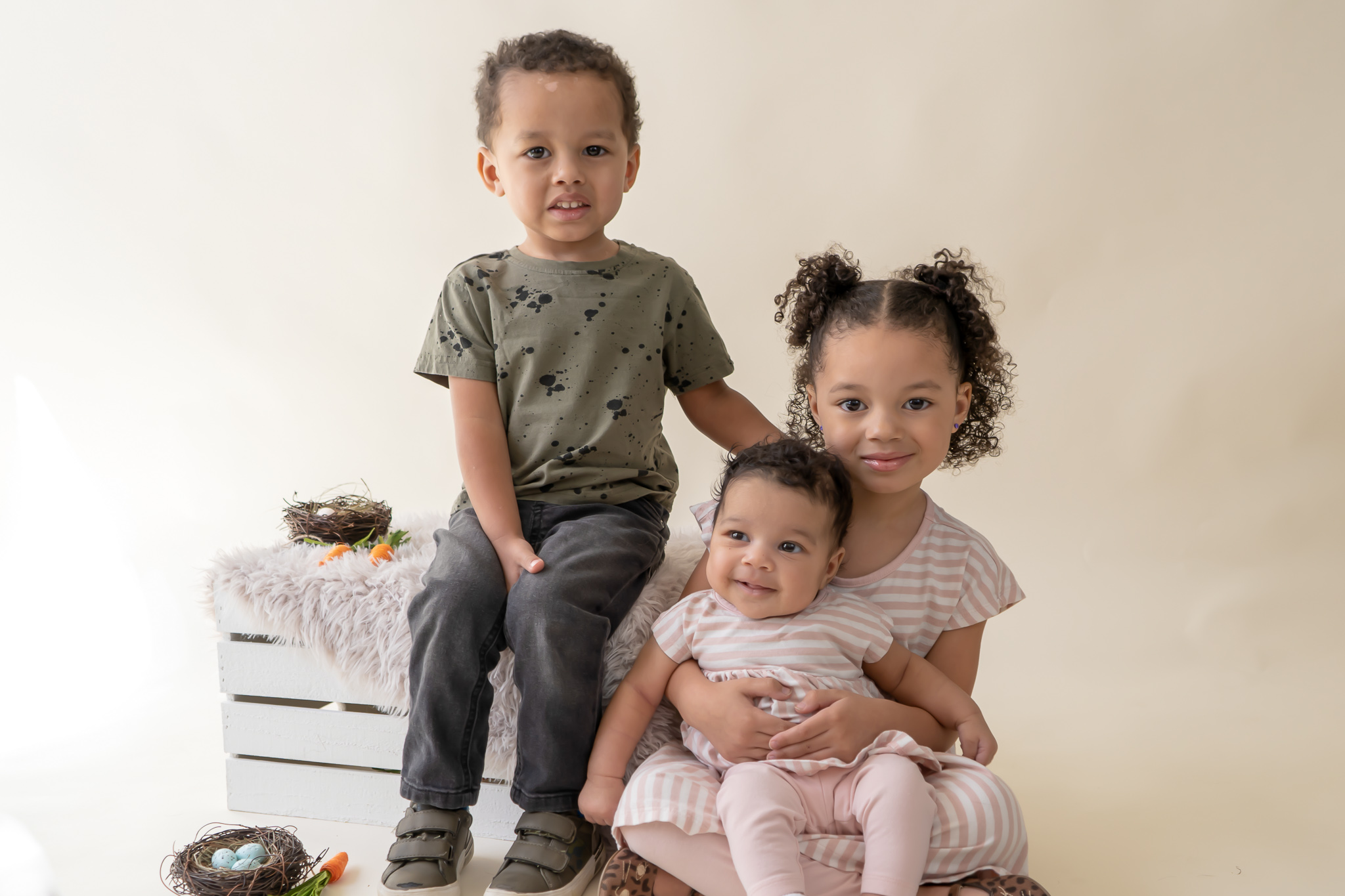 Siblings pose for an indoor mini sesion in New Jersey.jpg