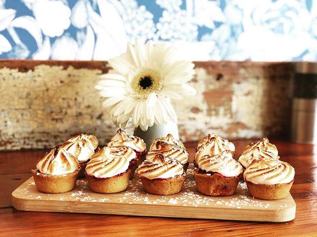 Raspberry meringue TARTS!!!! #bakingheaven #rundontwalk