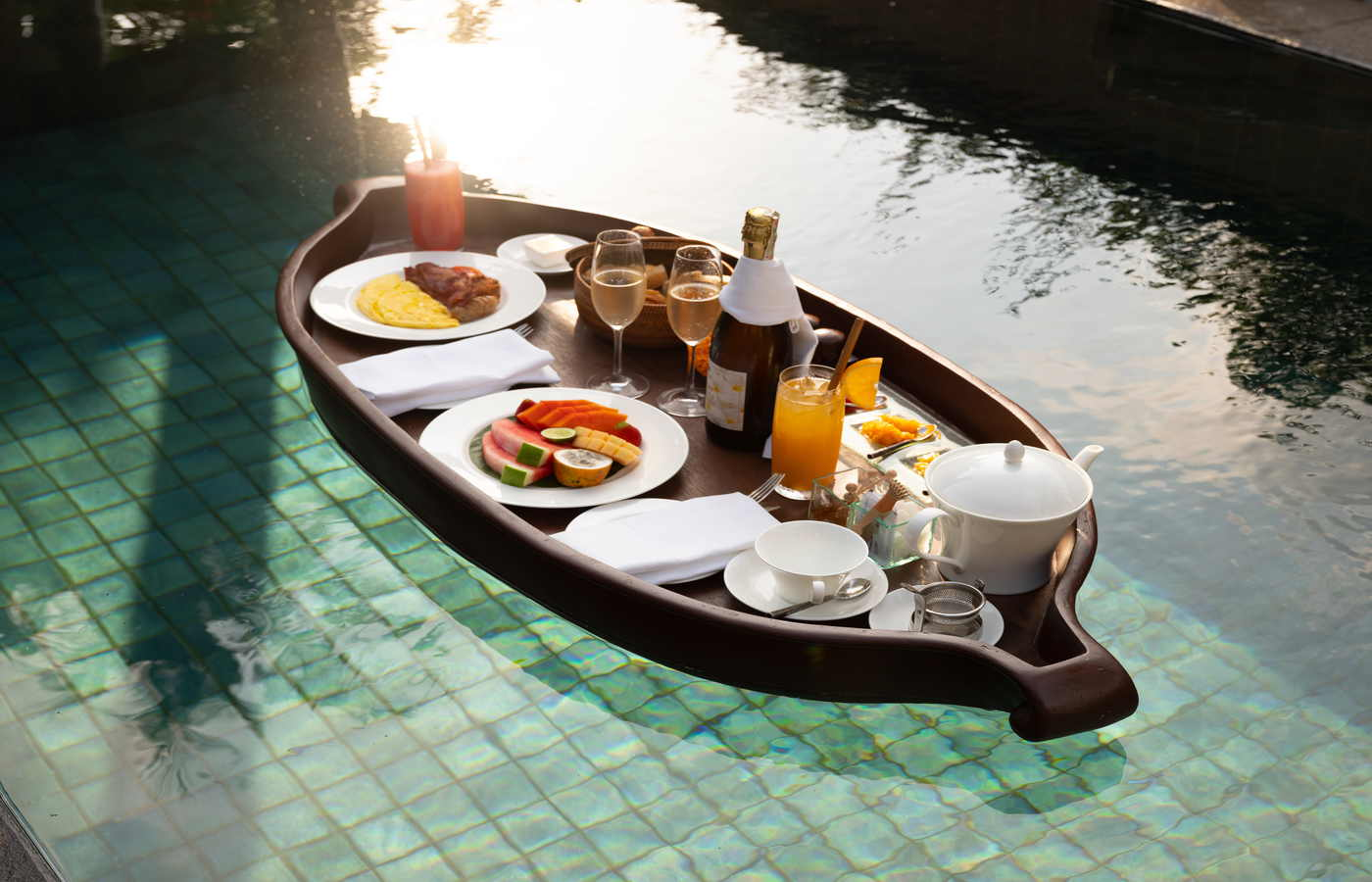 Floating breakfast - 2.jpg