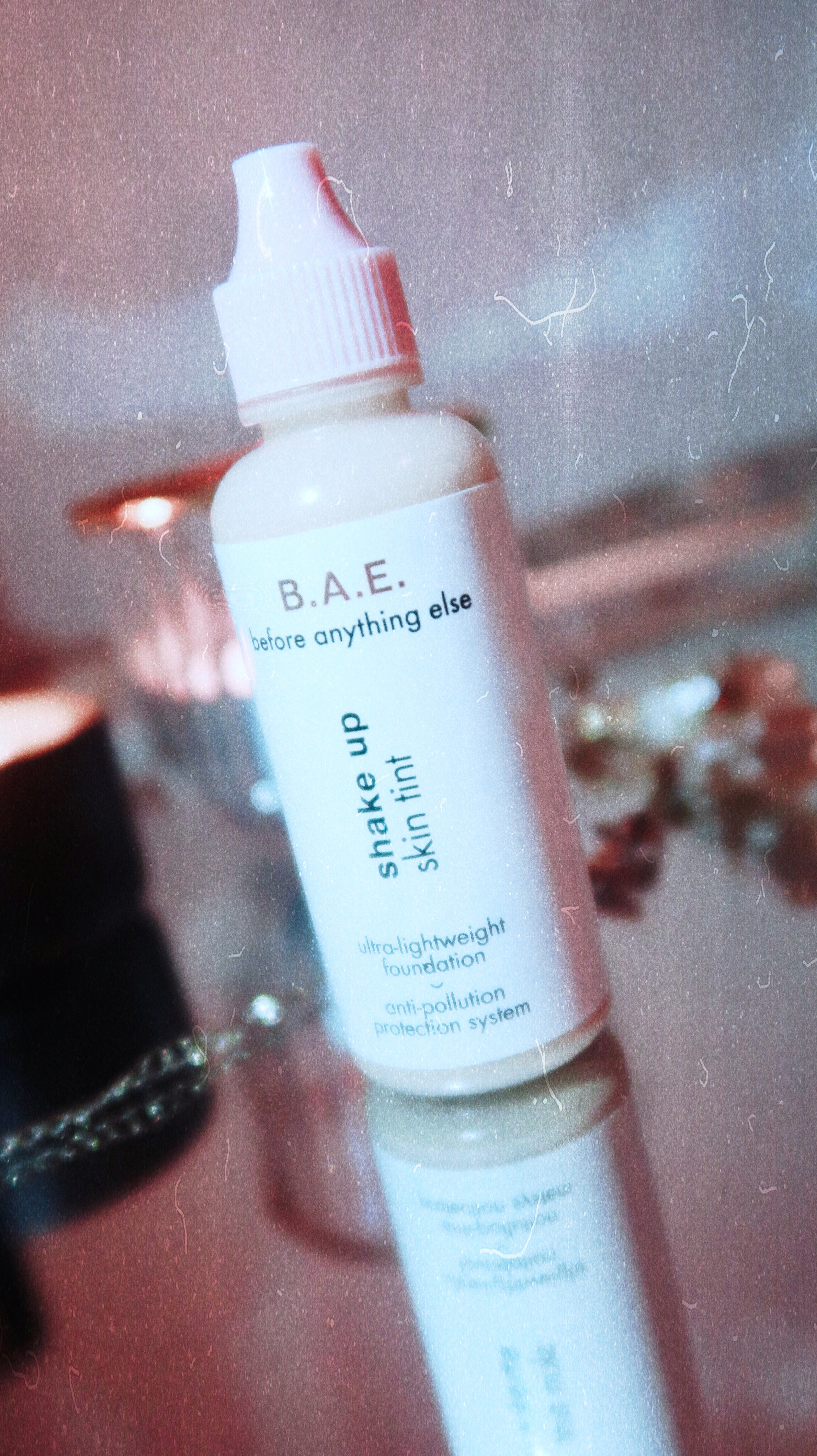 B.A.E. Shake up skin tint - Product description: Ultra-lightweight foundation - anti pollution protection system. Shake before use, dermatologically tested.