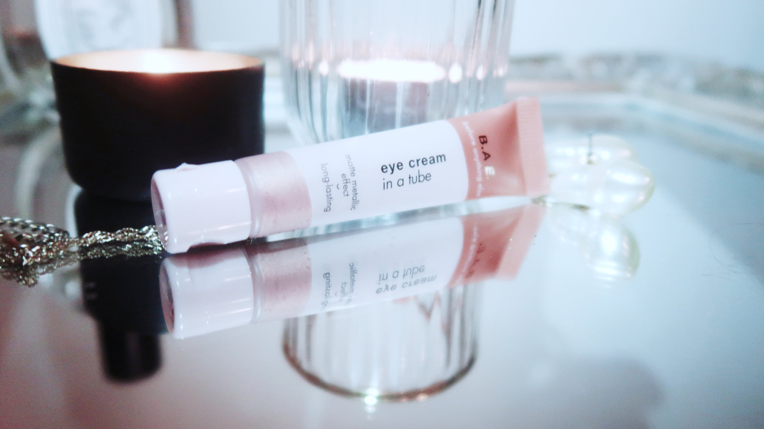 B.A.E. Eye cream in a tube - Product description: Matte metallic effect. Long lasting and dermatologically tested.