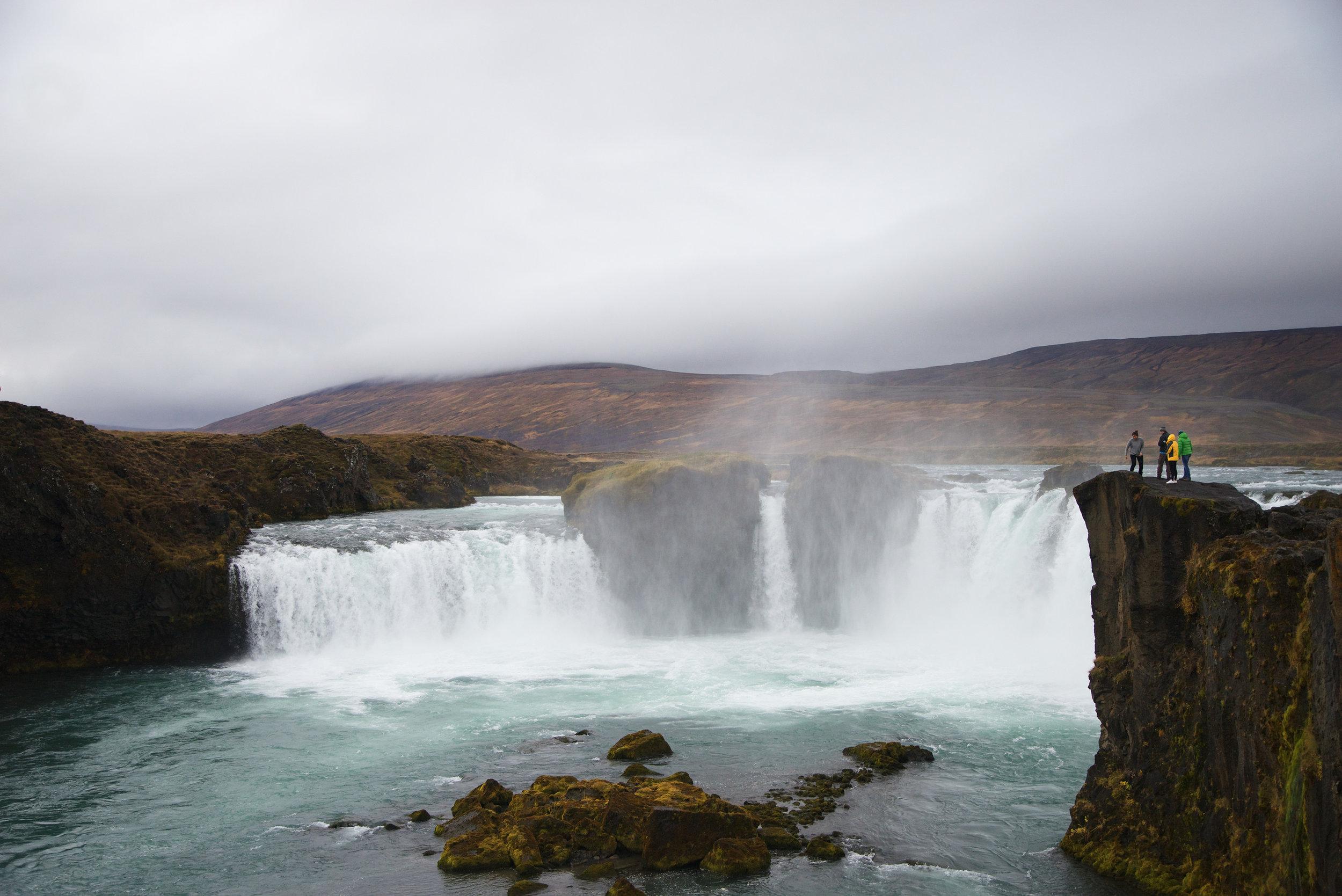 Iceland_Beautiful_Waterfall.jpg