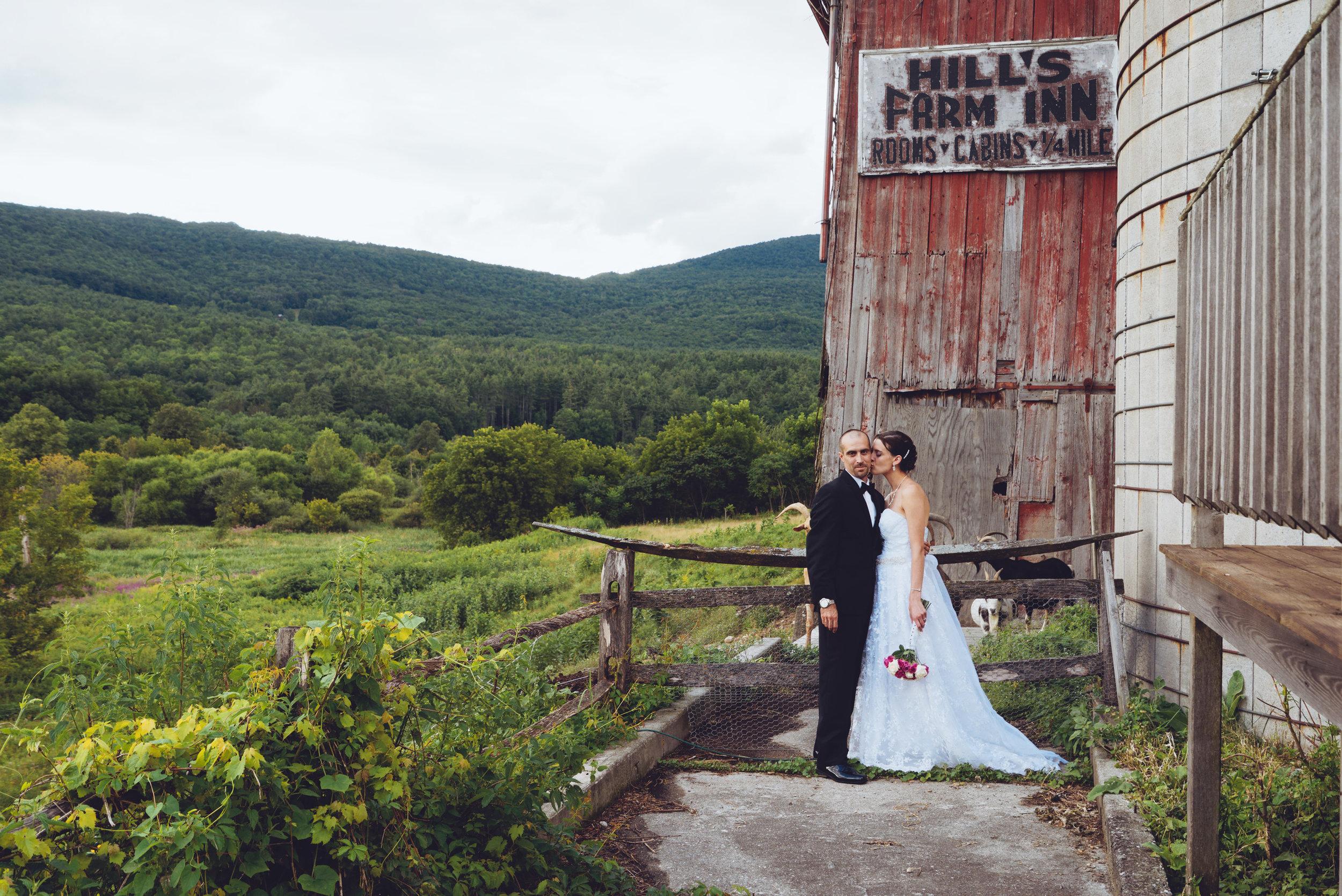 Anna&Chris_Vermont_Kissing_Barn.jpg