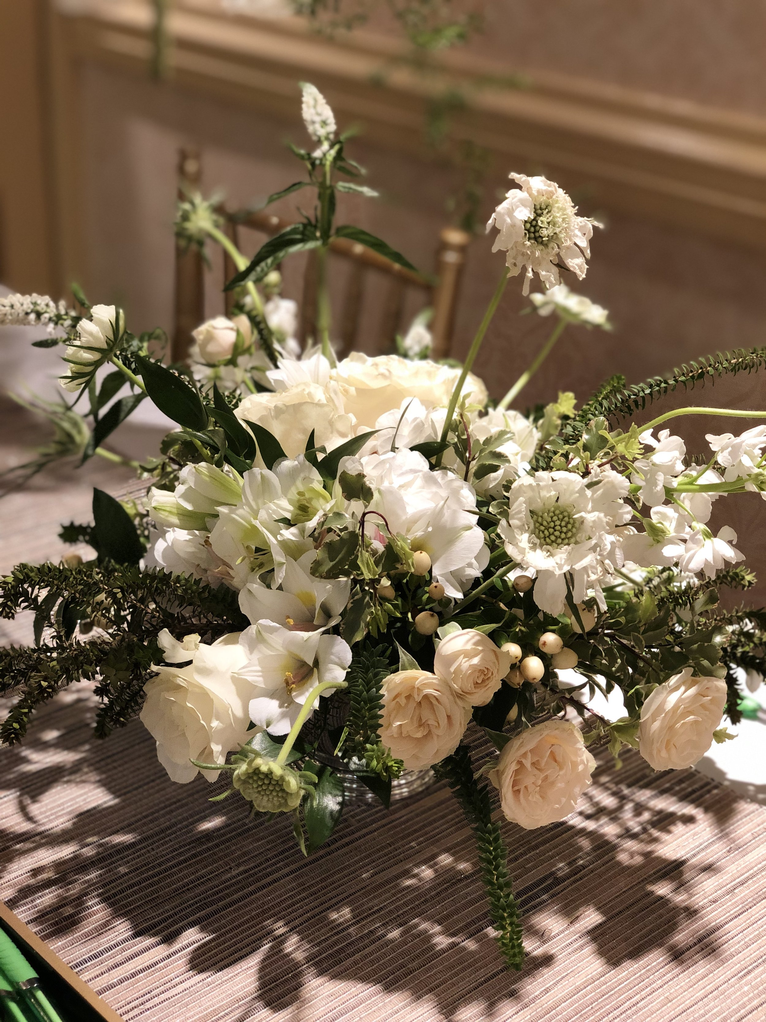 White natural centerpiece by Grapewood Florals