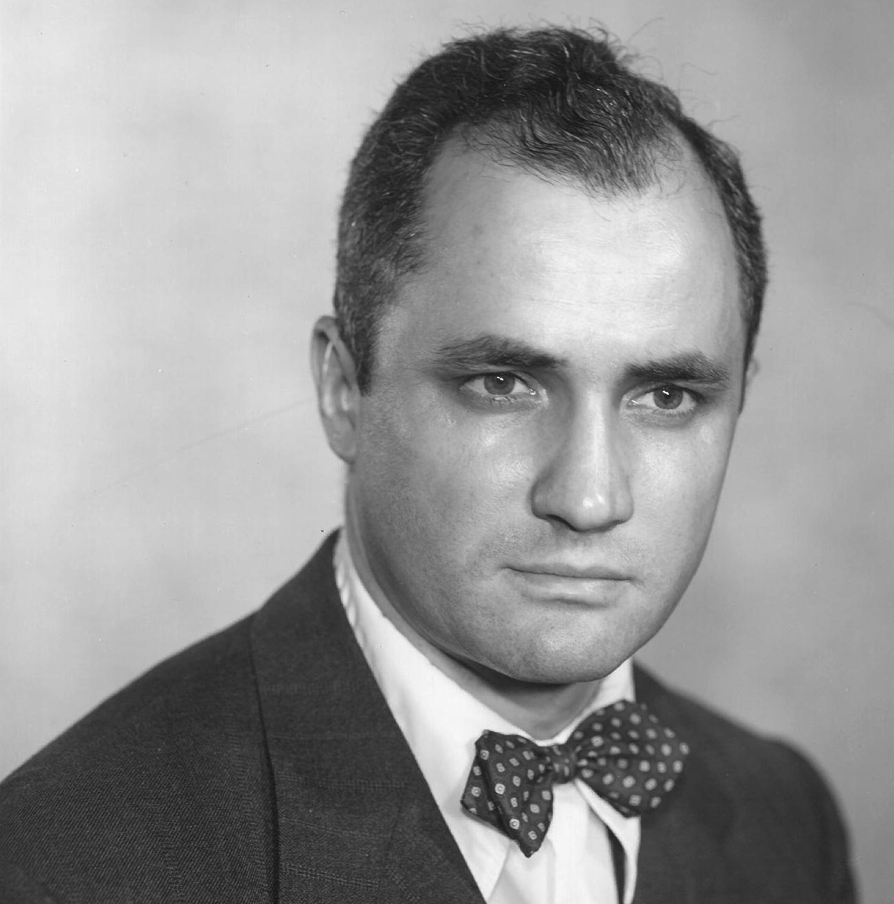 Sherman E. Lee, 1952