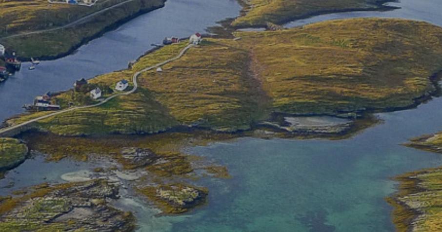 På vestsiden av Hestøya: En romslig kulp som fungerer som en fredlig badeplass på de varme sommerdagene.