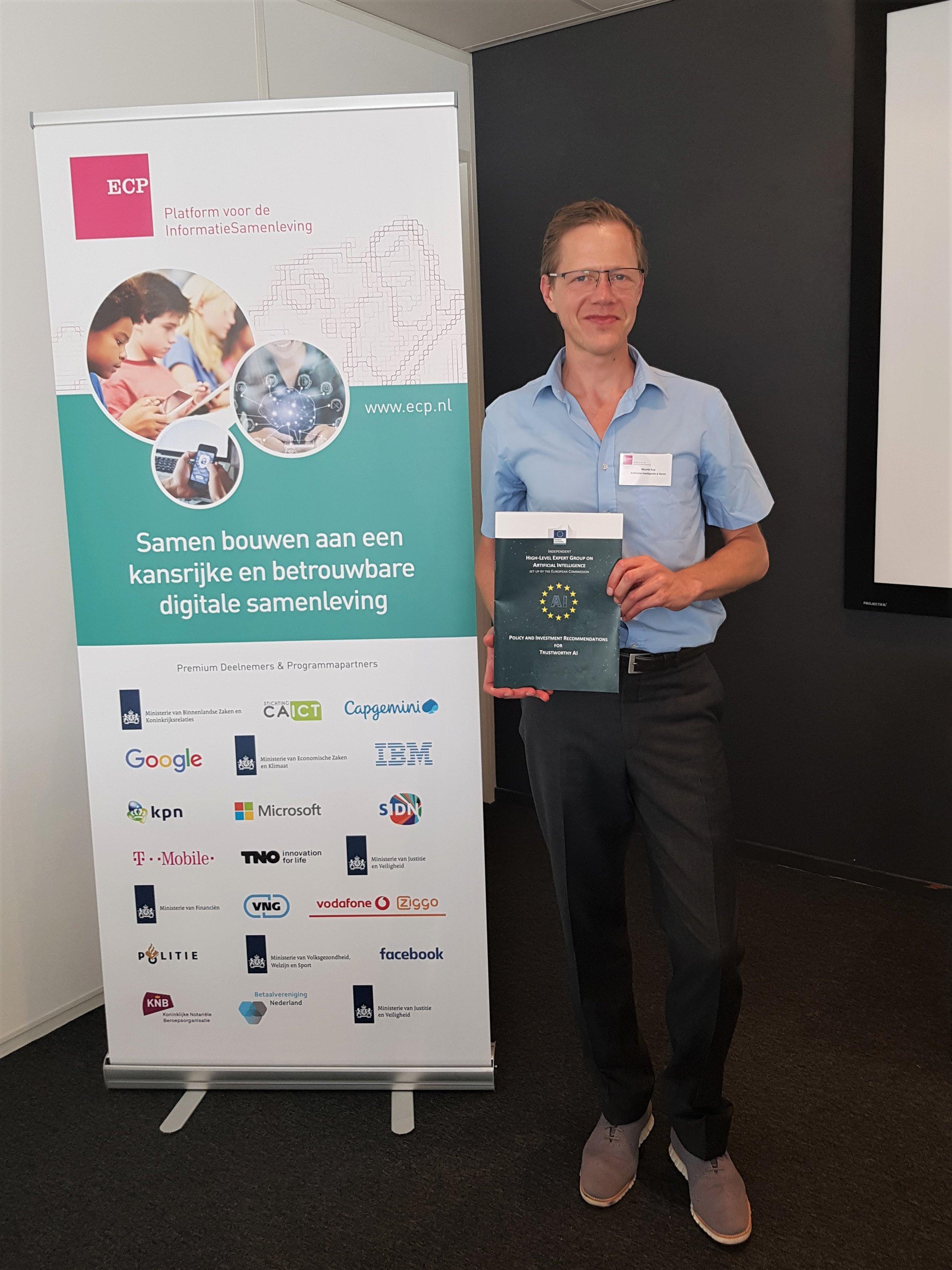 Mauritz Kop  gaf tijdens het Platform ECP event 'Transparantie en uitlegbaarheid van AI algoritmes' een korte presentatie over de eerste Europese AI Alliance Conferentie in Brussel.