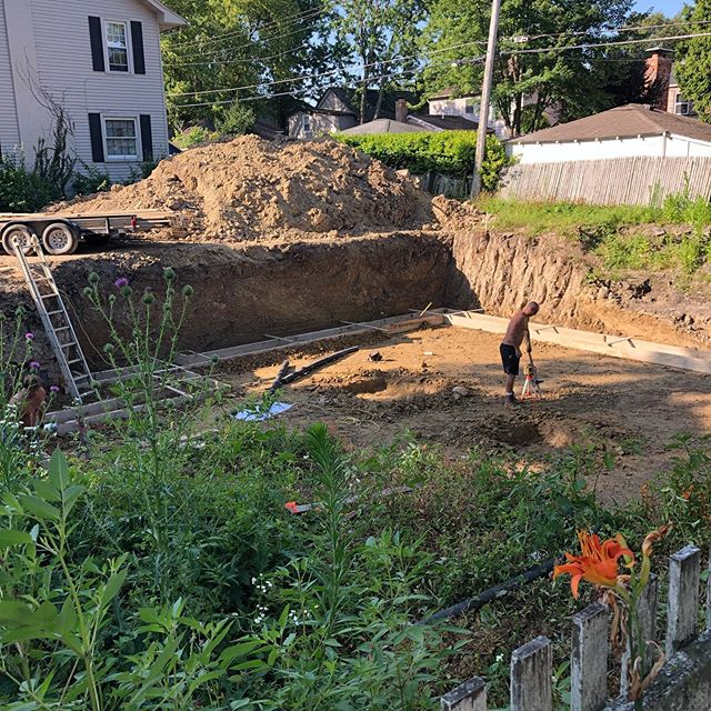 Woo hoo we have moved to the next phase! Forms for the basement (and essentially the whole house) footings were done today. Pouring concrete tomorrow AM. Walls get started on Monday! Way to get it done @greatlakespouredwalls #concrete #newhomeconstruction #local #detroit #custom #carpentrywork