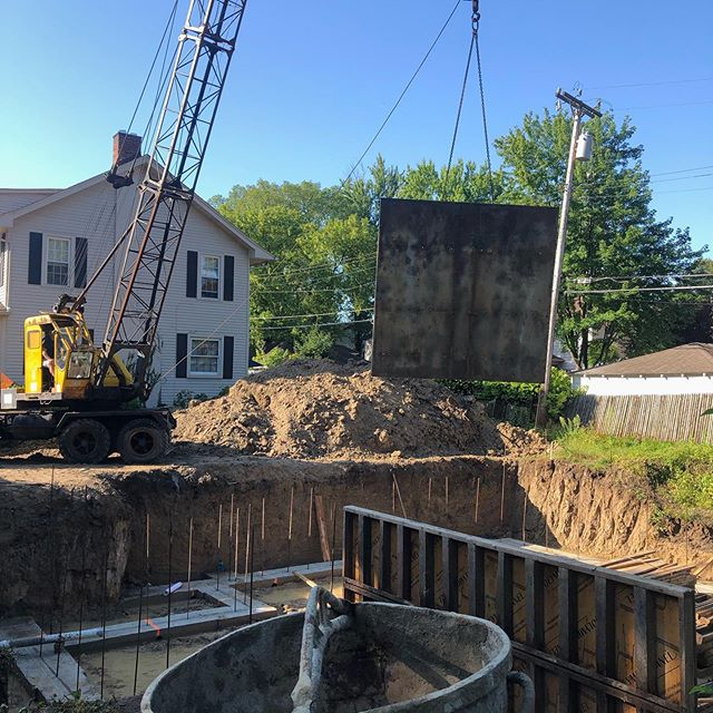 Wall forms getting installed today! Outside perimeter today. Inside will be done tomorrow. Concrete towards the end of the week! @roosevelt_place #concrete #contractor #newhomeconstruction #local #detroit #solidconcretewalls #basement #basementremodel #newhomes #newhome #doityourself #hardwork