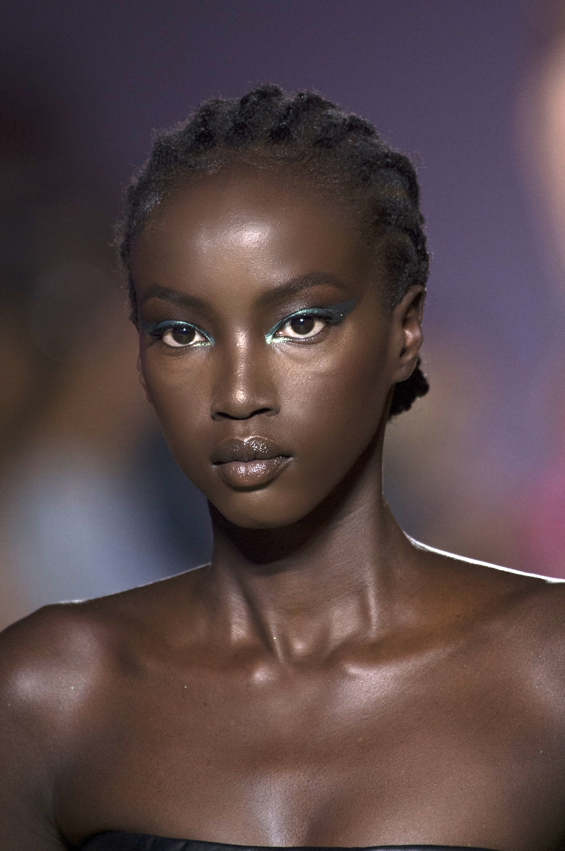 VERSACE   Metallic bright eyeshadow extended all the way out to the temples. Look created by Pat McGrath.