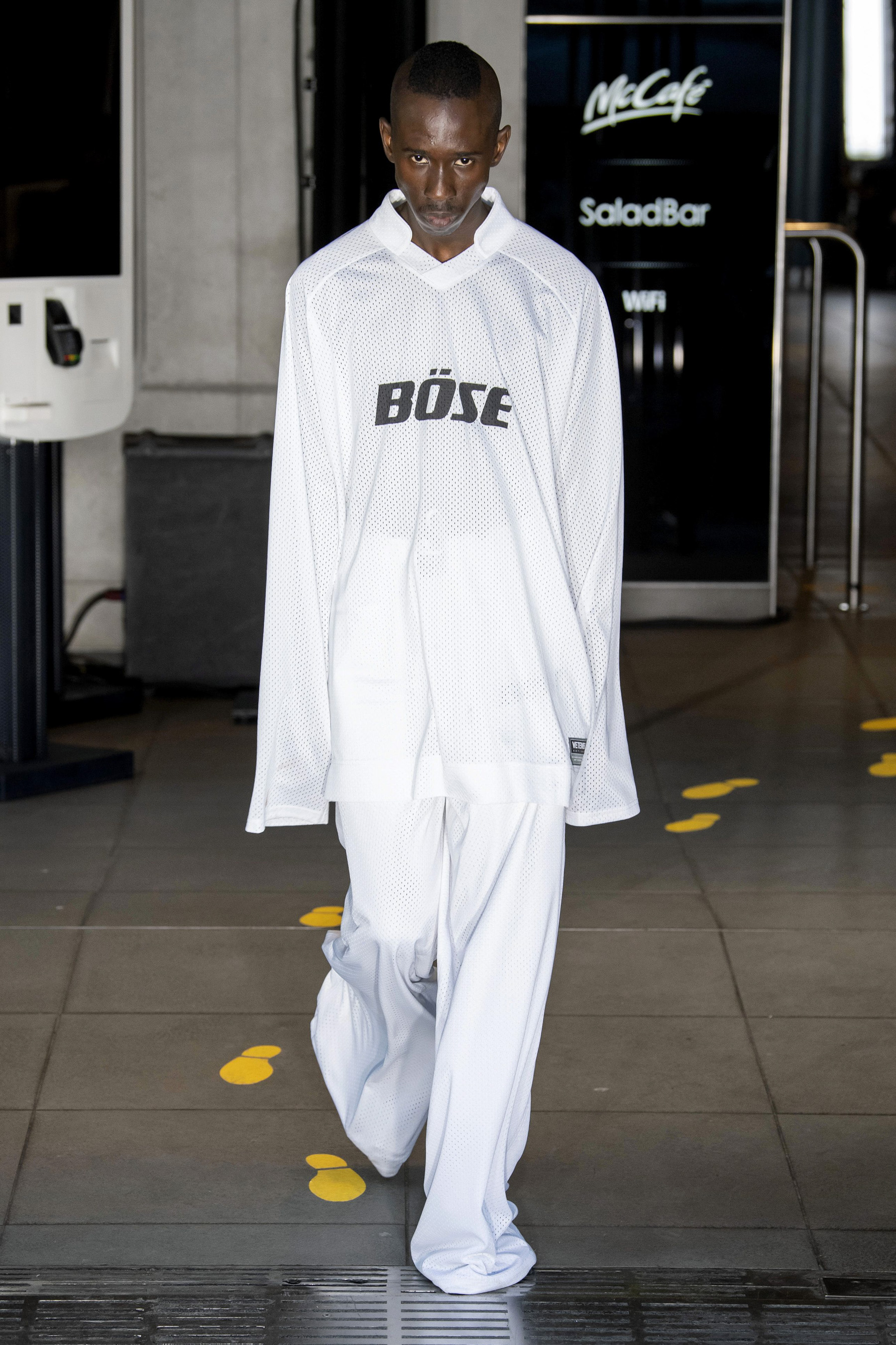 Vetements m RS20 0568.jpg