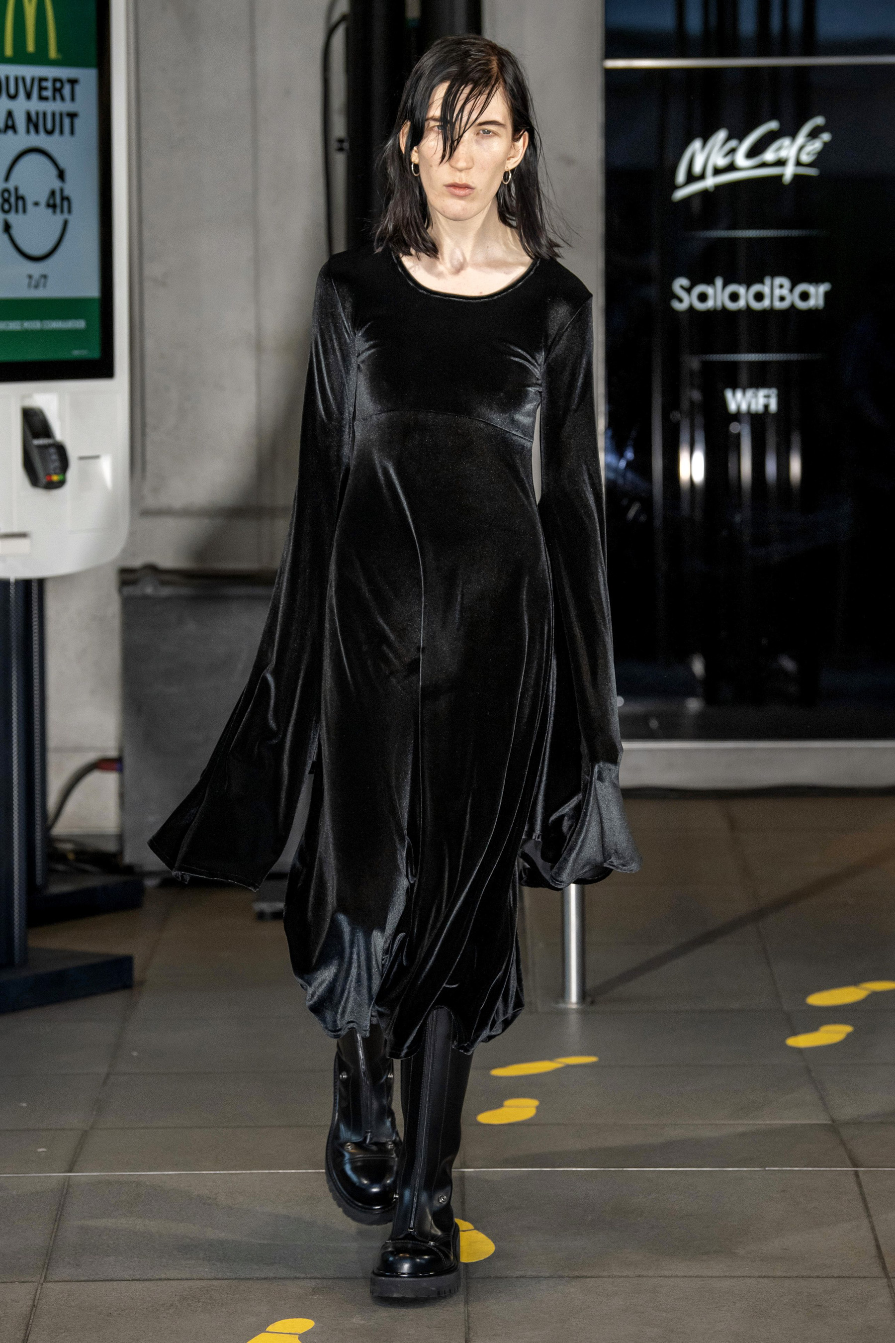 Vetements m RS20 0677.jpg