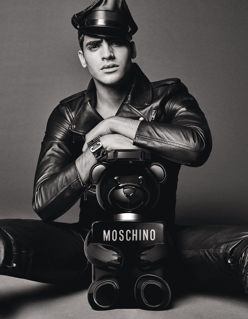 moschino_toy_boy_fragrance_summer_2019_campaign3.jpeg
