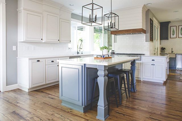 A bit of a departure from the rest of my feed, but I really enjoy photographing interiors! This is a kitchen by Ragsdale Design. Russ and Jess are so great to work with, and their work is a blast to capture. . . . . . . . #kitchendesign #beejoyphoto #homedesign #kitchenisland #newbergphotographer #portlandphotographers #interiorphotographers #ragsdaledesign #canonphotoshoot #interiordesign