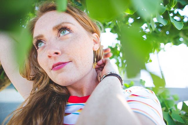 Those of you who know me probably know I've been wearing @atealeaf earrings almost exclusively for the past couple years! They're my absolute favorite. I've had the pleasure of getting to know Alissa in person over the last year, so it was even more of an honor to do a photoshoot for her last weekend. I love when Instagram connections become friendships in real life! I also got to connect with the lovely @littleredcardco, who was our model. 👋🏼Nicole! 💛🌈 / / / / / / #pdxphotographer #chasinglight #lookslikefilm #lifestylephotographer #portlandphotographer #portlandfamilyphotographer #newbergfamilyphotographer #oregonfamilyphotographer #beejoypresets #jewelryphotography #fashionphotography