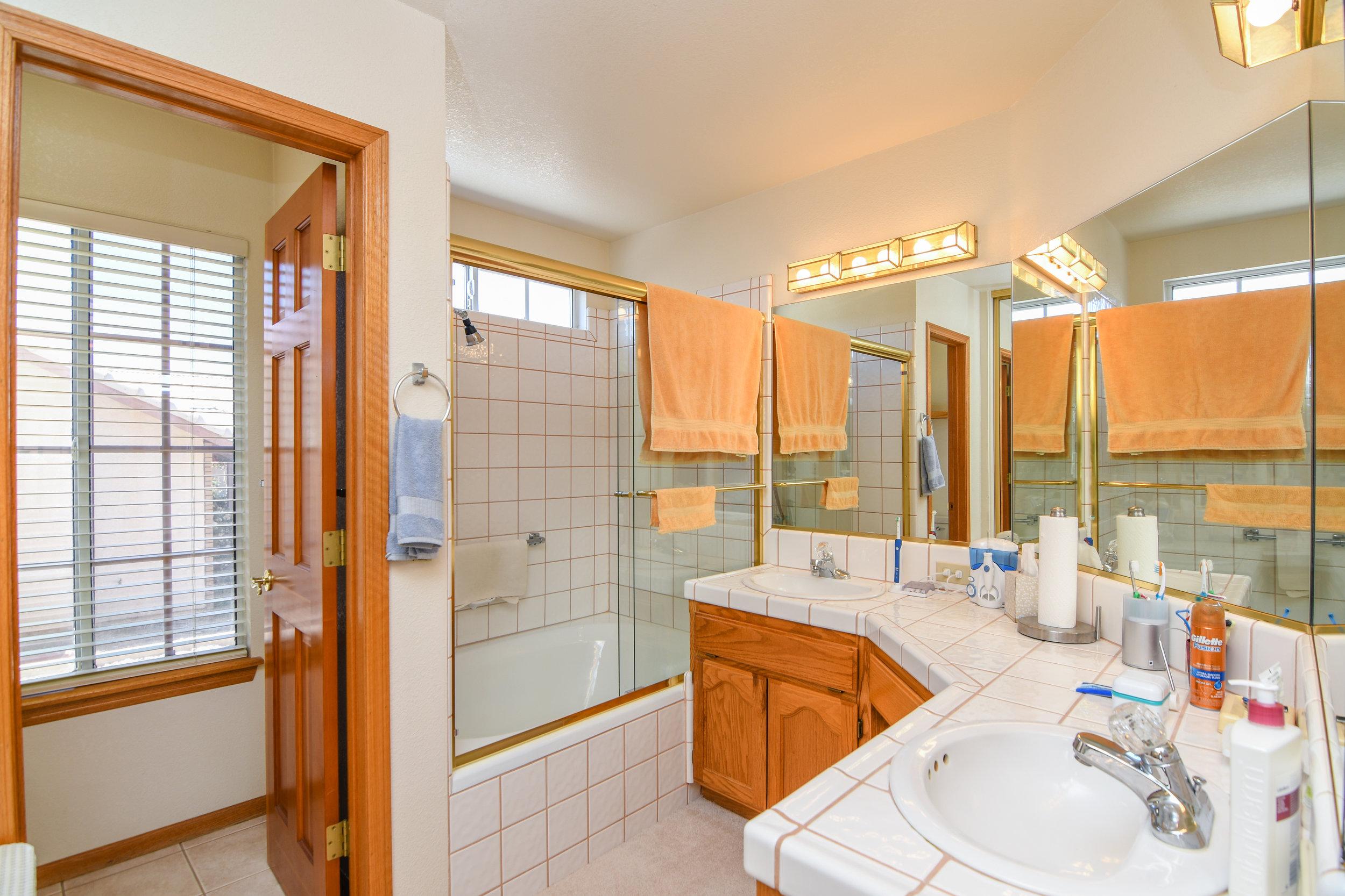 25 - Master Bathroom.jpeg