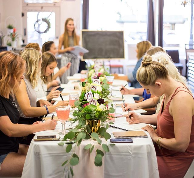 Last weeks hand lettering workshop was such a blast! I was seriously impressed with how good these ladies were right off the bat. If you missed this one don't worry there will be more!💫 . . . Ridiculously amazing florals: @geraldsfloral  Cutie salon: @the_chair_salon Perfect photos: @foxandfableboise Striped pants teacher: @roar.designco