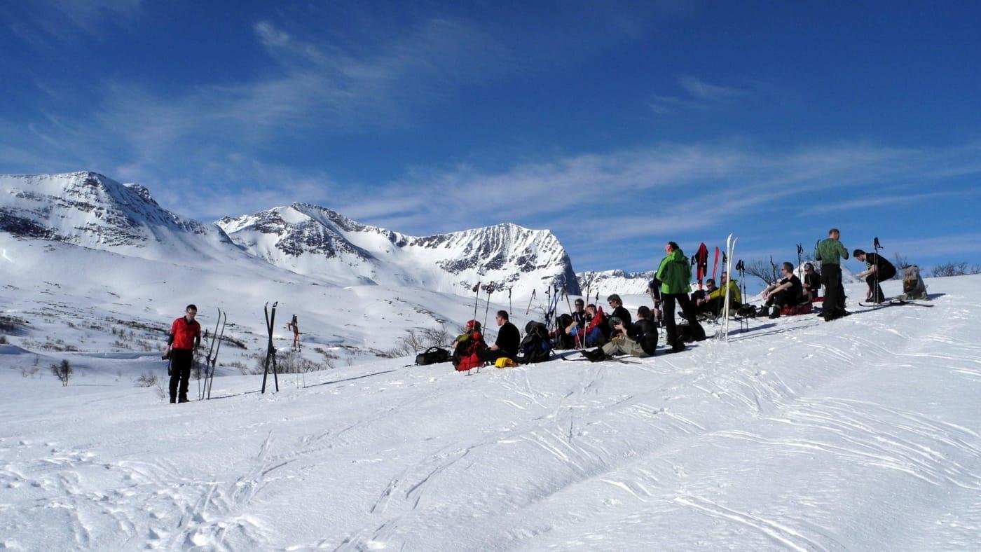 Lunsj med fjellmassivet Storsalen i bakgrunnen.  Foto: Oddveig Torve