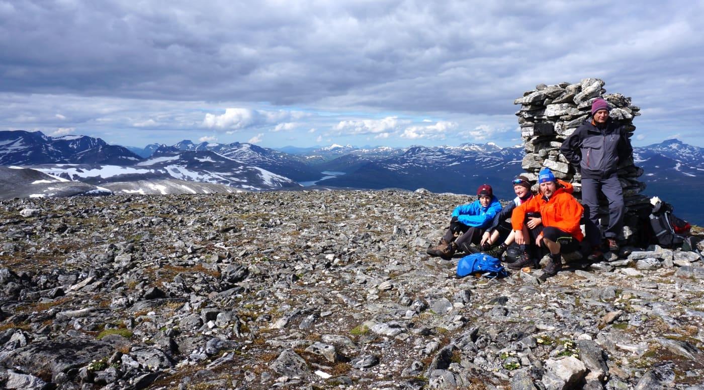 På toppen venter panoramautsikt utover Sunndal og Trollheimen.  Foto: Oddveig Torve