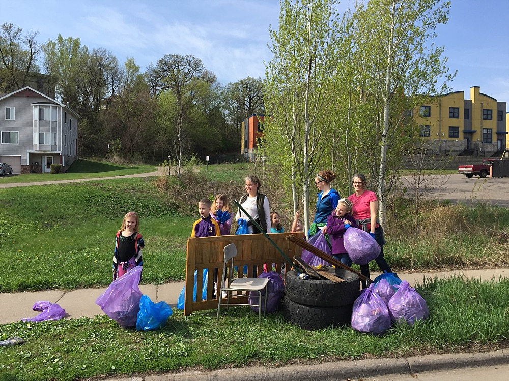 Earth Day Clean Up Volunteers