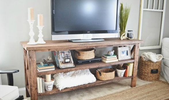 Rustic-diy-tv-stand-hack-via-smallspaces.about.com-56a889433df78cf7729ea05c.jpg