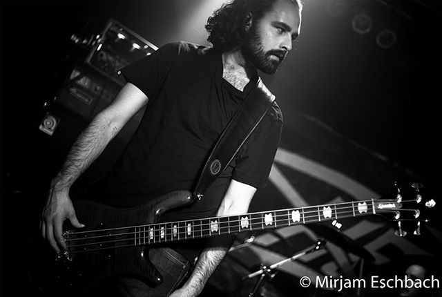 No matter how colourful the lights at a concert, I always find myself getting back to black and white photography. Through the absence of colour the focus shifts to the person, their face and their emotions. shot was taken at the most recent gig of @gracchusofficial  #concertphotgraphy #backtoblackandwhite #purephotography #heavyrock