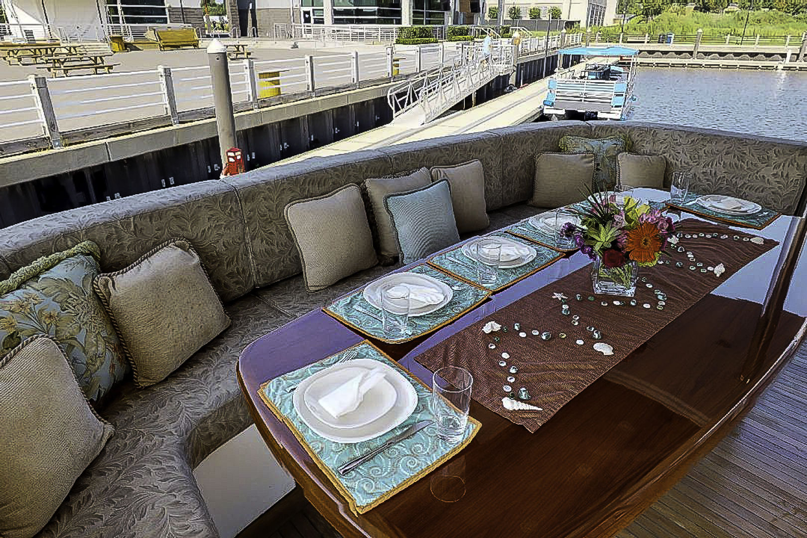 Prestige-Lady-Aft-Dining(1)-2.jpg