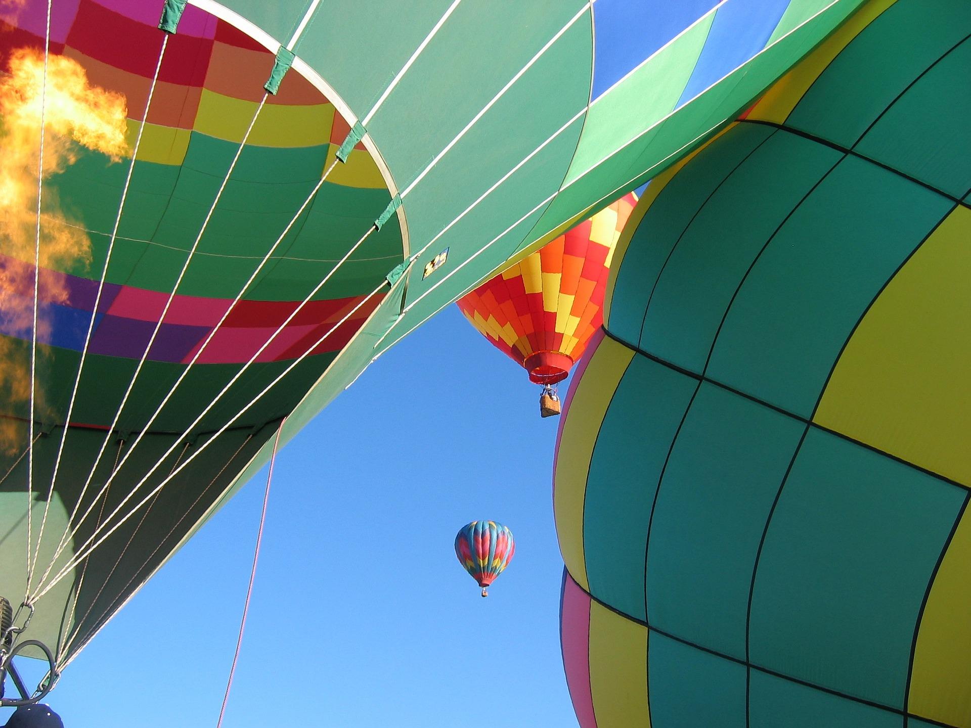 balloons-352590_1920.jpg