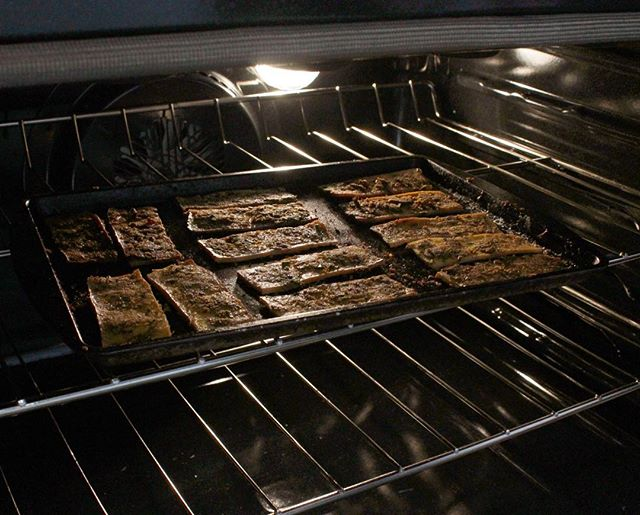 Turkey time! Y'all got your vegan thanksgiving all ready to go? We got yah covered. #turkey #thanksgiving #tofu #tofurkey #apple #crisp #dessert #holiday #meal #vegan #vegetarian #family #fun #friends #podcast #vlog #lit #fam #squad #eats #livinglafayette