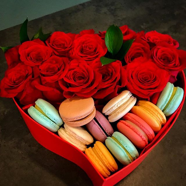 """❣️#ValentinesDay is tomorrow, so don't forget to get something for your very special someone ❤️😉 And take our word for it, nothing says """"I Love You"""" like a beautiful box of delicious macarons and gorgeous fresh roses. Ahhh romance is in the air 💕"""